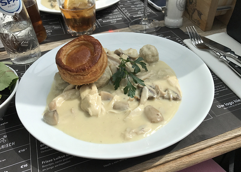 A plate of vol-au-vent served at De Pelgrim in Antwerp